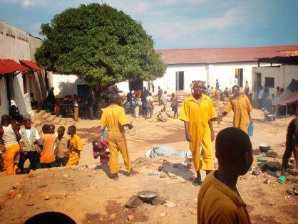 20. L'école derrière les barreaux