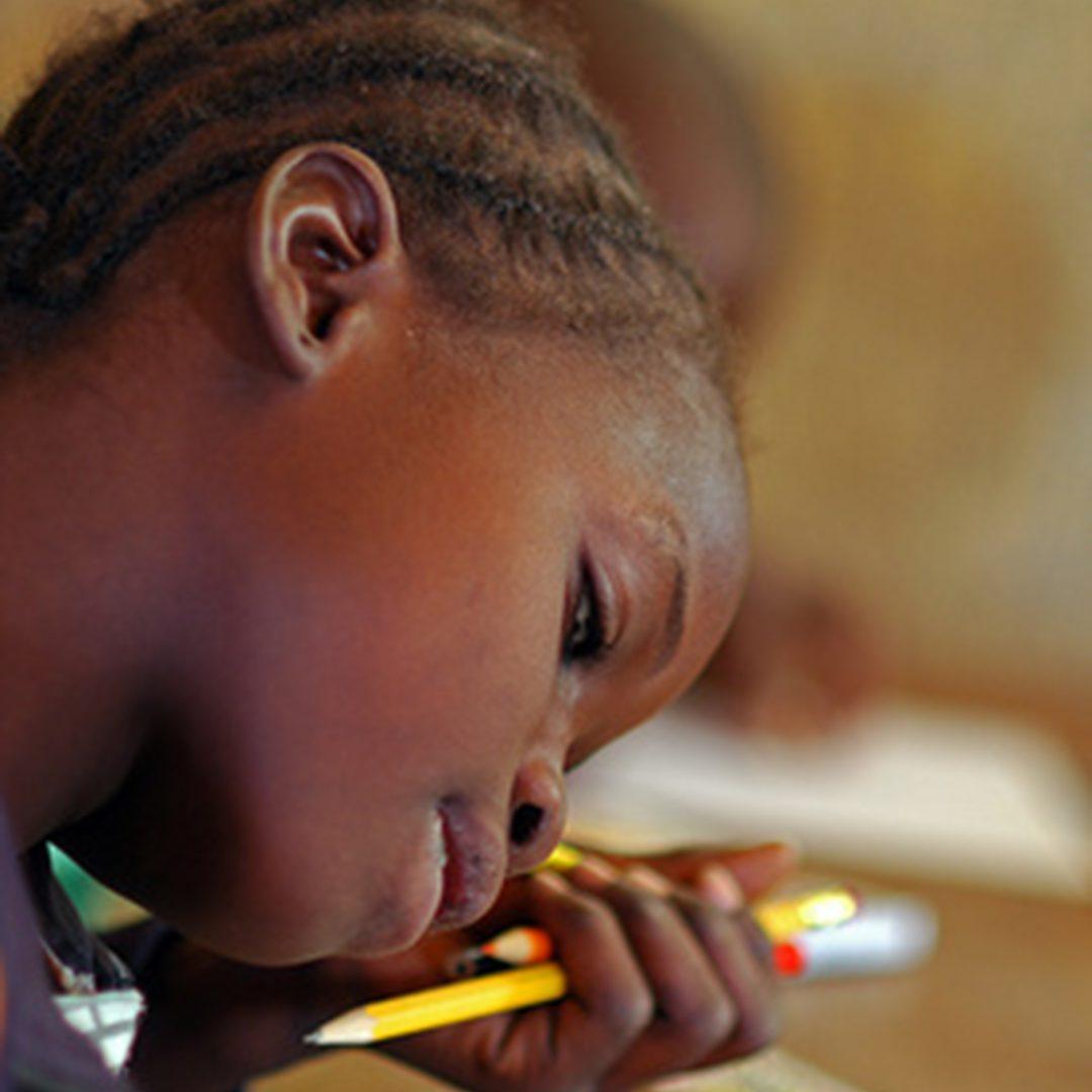 Appui scolaire aux enfants en situation de déplacement prolongé au Burundi